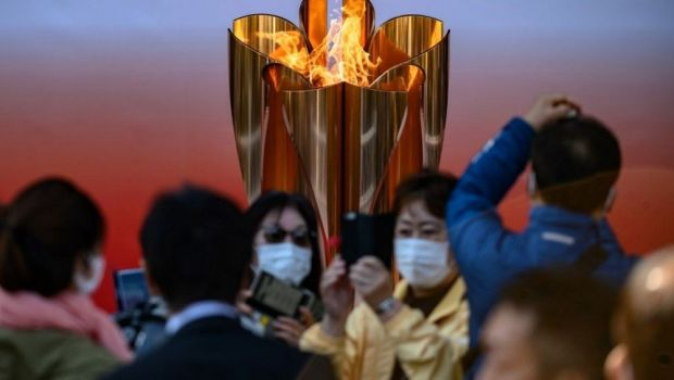 Inconstienta teribila! UN ORAS INTREG s-a adunat in Japonia pentru a vedea flacara olimpica in ciuda pandemiei de coronavirus