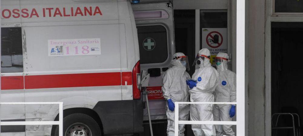 Un luptator infectat cu coronavirus se antreneaza in spital! Isi lucreaza muschii cu paturilealtor pacienti internati