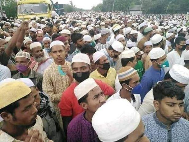 Imaginile NEPASARII! Peste 100.000 de persoane s-au adunat la o slujba religioasa si pot provoca dezastrul intr-o tara cu 161 de milioane de locuitori