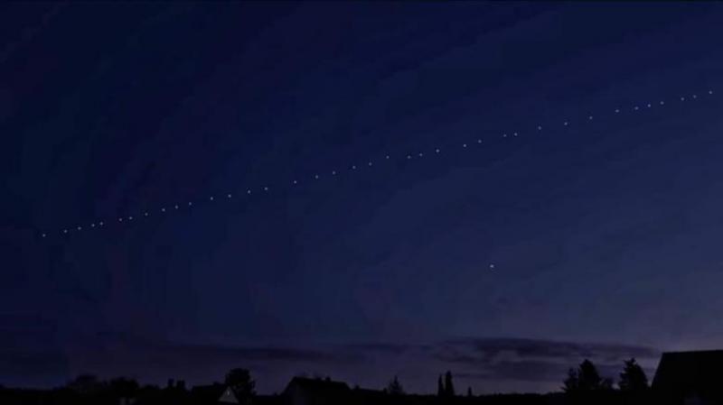 Satelitii lui Elon Musk au fost vizibili pe cerul Romaniei! Ce rol au si care este planul miliardarului