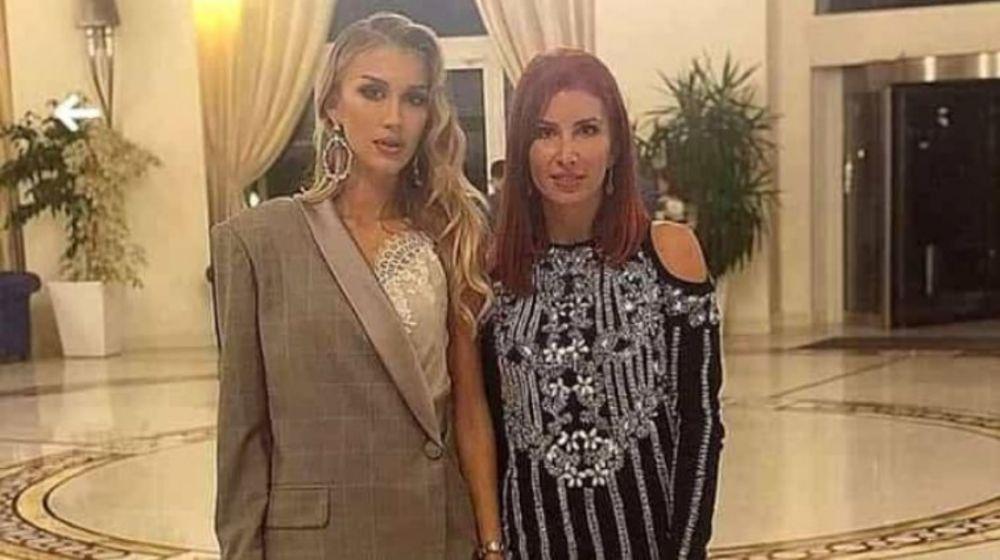 CULMEA TUPEULUI! S-a pozat cu iubita lui Marica chiar in hotelul unde a fost prinsa cu fostul star al nationalei! Imaginea momentului