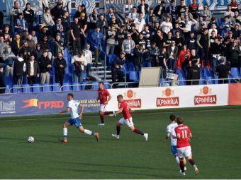 In Belarus timpul a stat in loc, se joaca fotbal cu spectatori si fotbalistii se imbratiseaza dupa fiecare gol! Nicio masca de protectie nu s-a vazut pe stadion