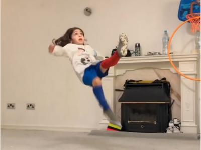 El e noua MINUNE din fotbal. Pustiul de 6 ani care are muschii lui Ronaldo si jongleaza ca Messi