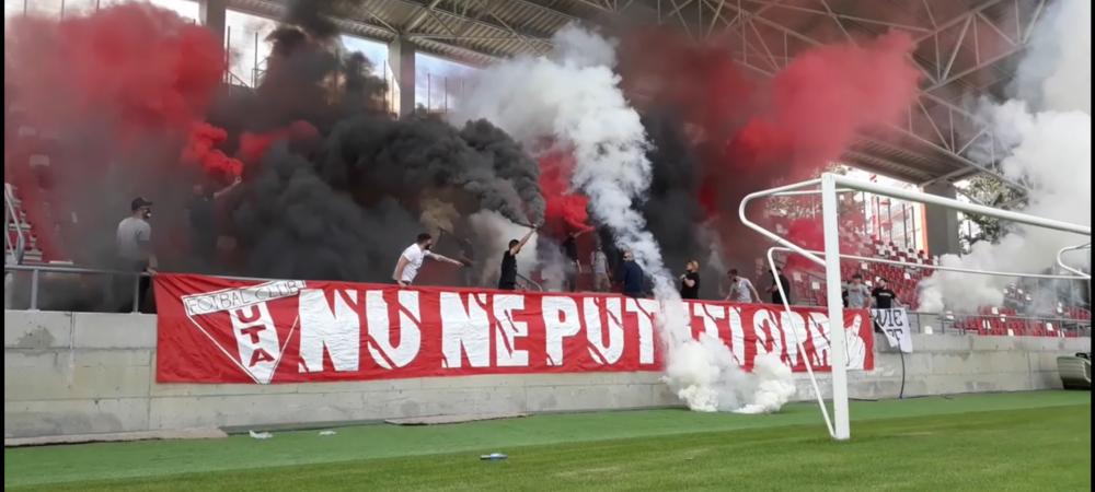 Prima galerie care merge pe stadion in Romania in timpul pandemiei! VIDEO: Au aprins torte si fumigene! Protest impotriva Federatiei