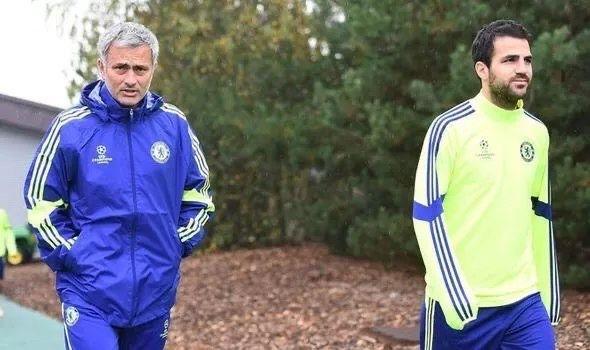 """""""Vii cu mine si vom castiga titlul!"""" Cum l-a convins Mourinho pe Fabregas sa plece de la Barcelona"""