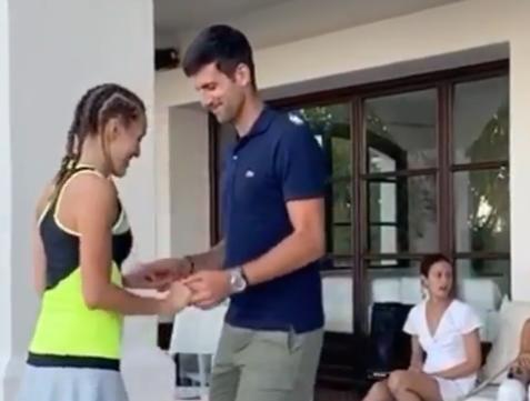 Novak Djokovic, asa cum nu l-ai vazut NICIODATA! A rupt-o pe latino! :)) Ce a facut alaturi de sotia sa