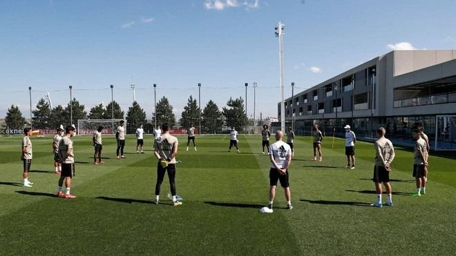 Antrenament emotionant la Madrid! Jucatorii de la Real au adus un omagiu victimelor Covid-19