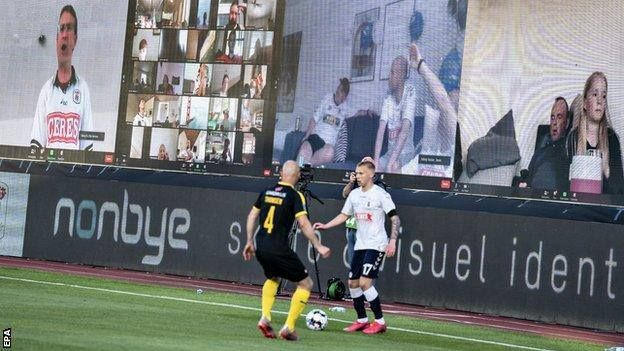 Primul meci din Superliga daneza s-a jucat cu SUPORTERI pe stadion! Imagini senzationale de la meci