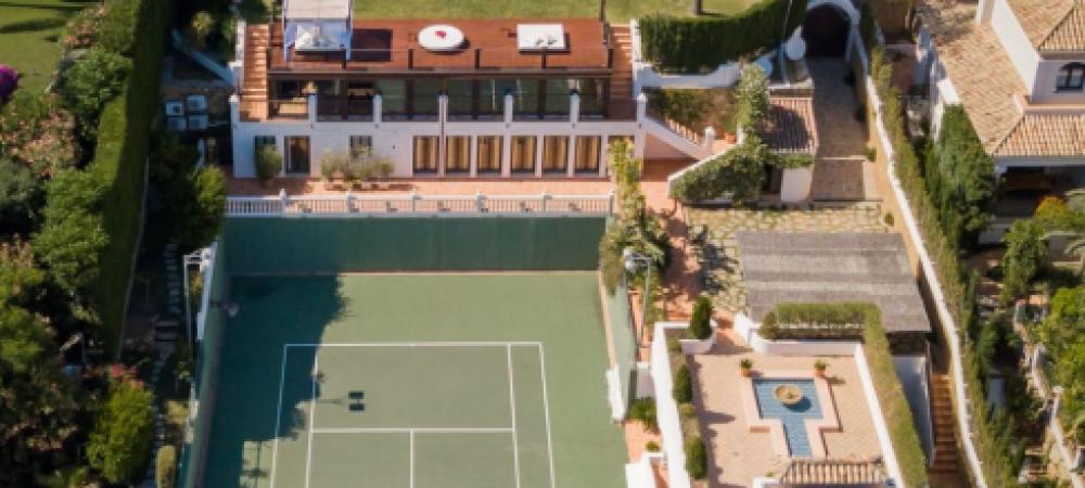 Novak Djokovic s-a autoizolat (si antrenat) in paradis | Cum arata locuinta sa de milioane de euro din Spania: spoiler, are teren de tenis, sala de forta si cinema
