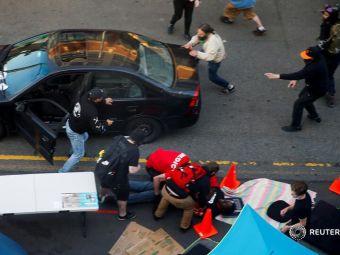 Scene apocaliptice in SUA! Un barbat a intrat cu masina in protestatarii din Seattle, apoi a impuscat un barbat care incerca sa il opreasca