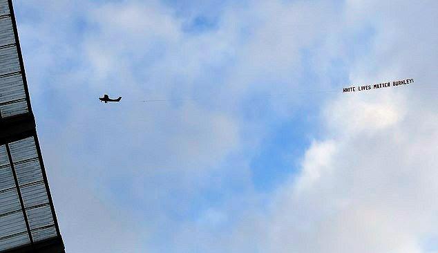 Fanii lui Burnley au zburat deasupra stadionului lui Manchester City!Ce scria pe bannerul tras de avionul lor a infuriat pe toata lumea