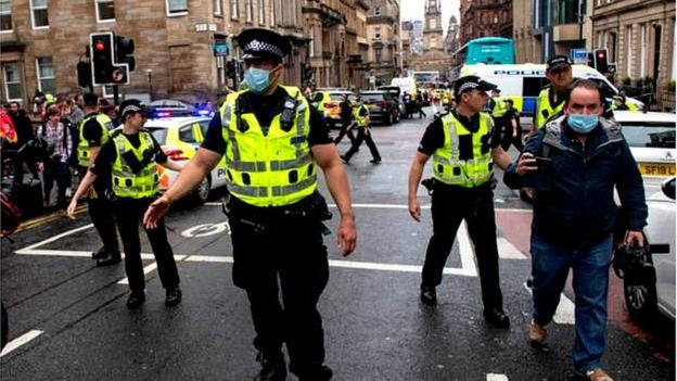 TEROARE in Glasgow! Ianis si colegii de la Rangers, sfatuiti sa ramana in case! 3 oameni au fost injunghiati dupa un atentat cumplit!