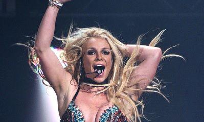 Britney Spears face SPORT EXTREM! Si-a RUPT piciorul, si-a dat FOC la sala de gimnastica, iar acum s-a intors la LOCUL FAPTEI