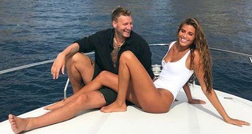 "S-a linistit ""Lordul""? REBELUL Bendtner, vacanta de vis cu iubita fotomodel. Fotbalistul danez vrea sa uite ca a pierdut 6 milioane de euro la poker!"