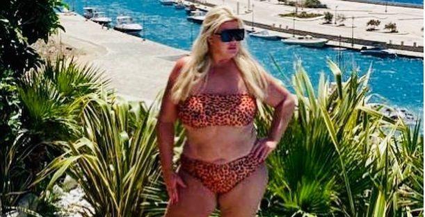 """Atentie, LEOPARDUL! Vedeta care a slabit 20 de kilograme si s-a DESCATUSAT pe plaja din Mykonos. """"Ma simt atat de ELIBERATA!"""""""