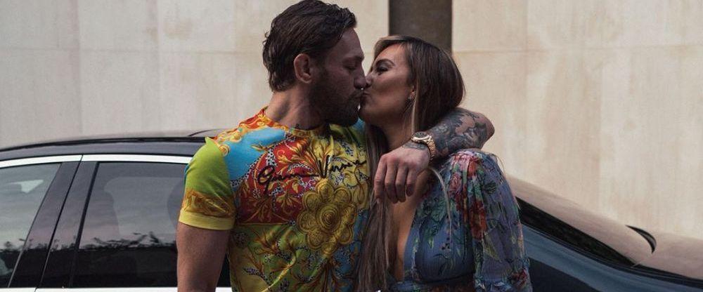 Aroganta EXATRAVAGANTA facuta de Conor McGregor la aniversarea celor 32 de ani. S-a imbracat tot in Versace si a purtat un ceas de sute de mii de euro