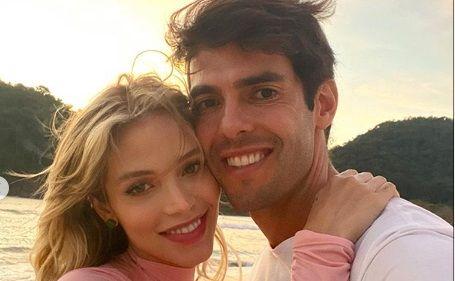 Nu va uitati decat la primele 2 poze! Brazilianul Kaka i-a jucat o FESTA sotiei de ziua ei de nastere. Frumoasa Carolina a ramas MASCA