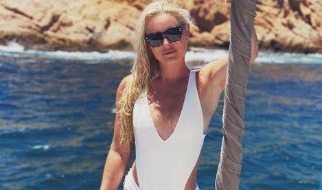 Nu poate renunta la ALB. Fosta schioare Lindsey Vonn, super-sexy in CULOAREA ZAPEZII. Vacanta romantica in Mexic, cu iubitul hocheist