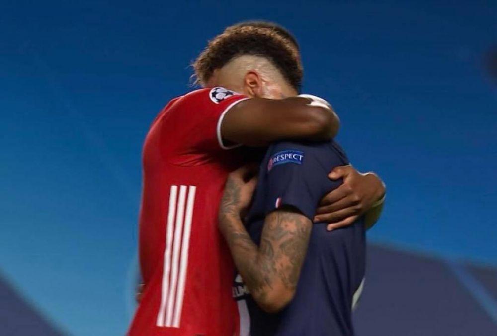 Imaginile care fac inconjurul lumii! Cand TOATA echipa lui Bayern se bucura pentru castigarea Champions League, un jucator de-al nemtilor a mers direct la Neymar! Ce a urmat