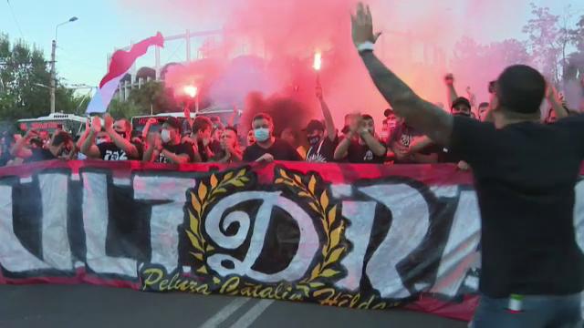 Momente IREALE in fata National Arena! Ultrasii lui Dinamo au venit in fata autocarului! Ce i-au cerut lui Multescu