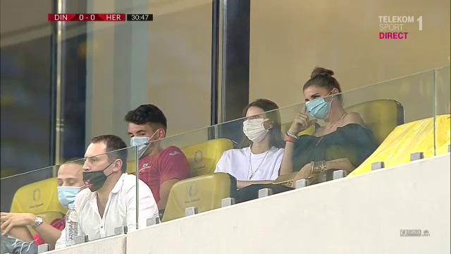 Uite-le, uite-le, uite-le PATROANELE! :) Cum au fost surprinse Anamaria Prodan si fiica ei in loja National Arena la meciul cu Dinamo