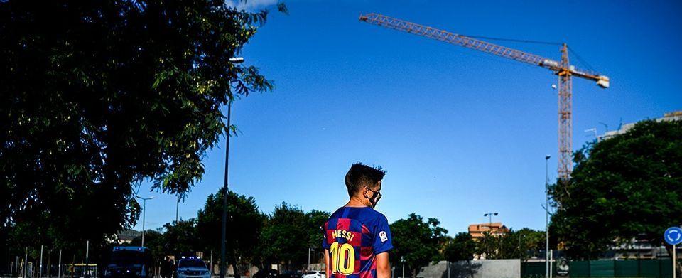 Imaginile care arata DEZASTRUL de la Barcelona! Cum a fost surprins un copil care il astepta pe Messi