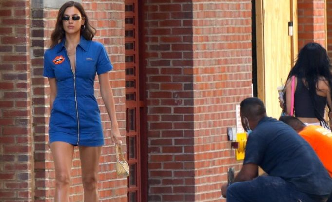 """Irina Shayk a iesit in oras si s-a facut LINISTE! """"Fosta"""" lui Cristiano Ronaldo a oprit timpul in loc. Si-a ASORTAT chiar si masca de protectie"""