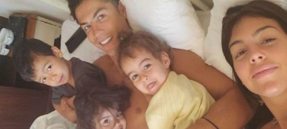 Cristiano Ronaldo este GREU DE PUPAT! Cine i-a furat un sarut superstarului sub privirile iubitei Georgina! Imaginile care au topit inimile fanilor