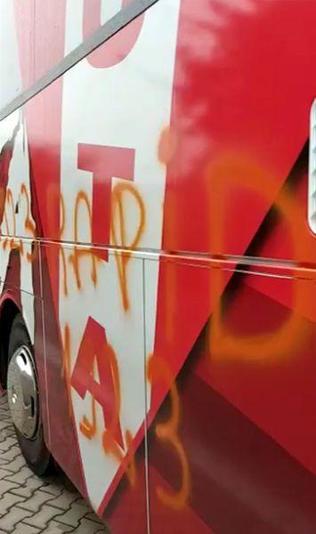 VIDEO   Autocarul lui UTA Arad, VANDALIZAT de suporterii Rapidului! Totul s-a petrecut dupa victoria aradenilor cu Dinamo: Politia a fost sesizata