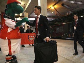 """Gest SUPERB al lui Mesut Ozil! Starul lui Arsenal va plati salariul MASCOTEI date afara de 'tunari': """"Am fost foarte trist sa aud asta"""""""
