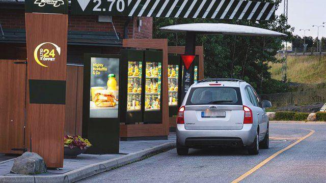 O femeie s-a dus mahmura sa isi cumpere un hamburger si a facut cea mai NEBUNA comanda! Bonul femeii a ajuns VIRAL: angajatii au ramas socati