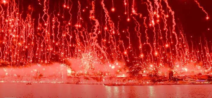 VIDEO   Suporterii lui Hajduk Split au dat foc orasului la 70 de ani de la infiintare grupului! Spectacol pirotehnic INCREDIBIL creat de fani
