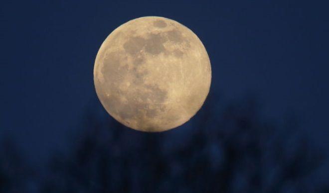 Bonus de Halloween: LUNA ALBASTRA in octombrie, fenomenul astronomic care nu trebuie ratat. Din 1944 nu s-a mai intamplat asta!