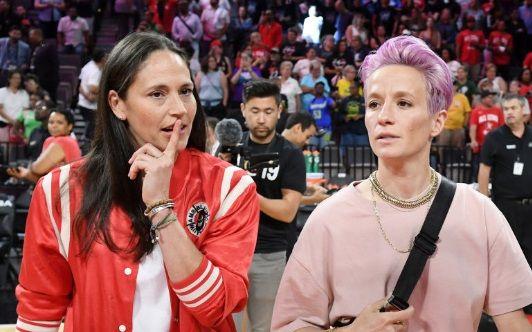 """""""Messi"""" din fotbalul feminin si-a cerut in casatorie iubita baschetbalista. Sportivele, felicitate de candidatul Joe Biden: """"Dragostea mereu invinge"""""""