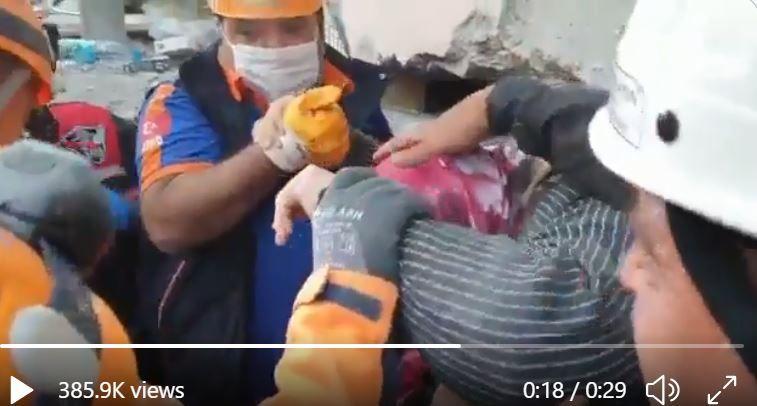 VIDEO   O batranica a fost scoasa de sub daramaturi dupa 17 ore! Clipe grele in Turcia dupa cutremurul de 7 grade: cautarile continua