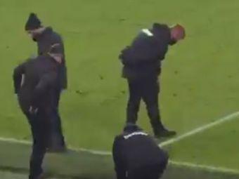 VIDEO | Risca sa fie BATUT de sotie! :) Un star din Premier League si-a pierdut verigheta in timpul meciului! Toata echipa a inceput sa o caute la final: ce s-a intamplat