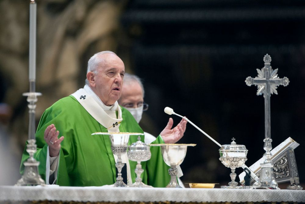 Au crezut ca nu vad bine! Investigatii la Vatican dupa ultima poza la care s-a dat like de pe contul oficial de Instagram al Papei