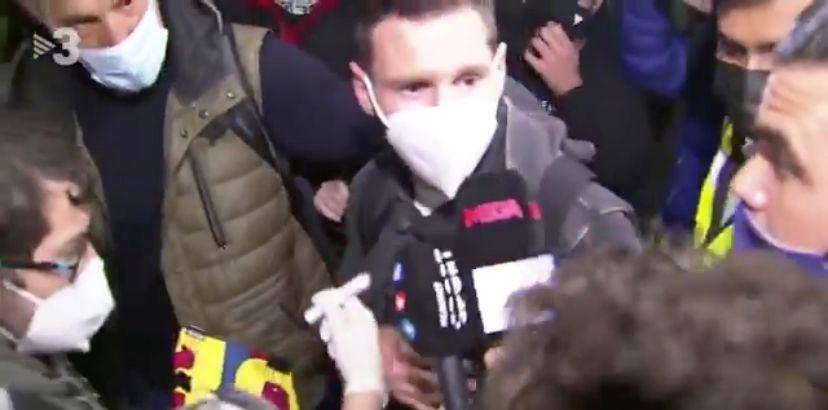 Scene INCREDIBILE in Spania! Dupa 15 ore de zbor, Messi a fost oprit in fata aeroportului! Care a fost motivul