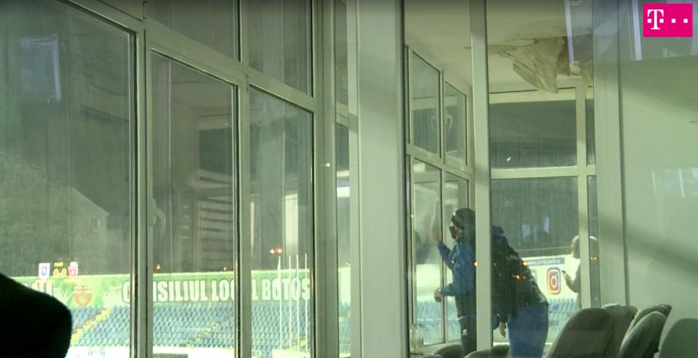 A dat de-a crapat! :) Imagini incredibile de la meciul Botosani - Craiova! Croitoru a SPART GEAMUL de nervi