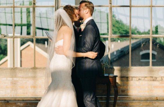 Sarutul din ziua nuntii, amintire de cosmar. Incredibil cine se afla la picioarele mirilor