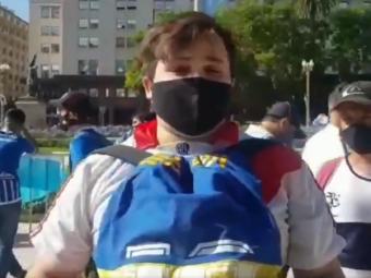 """""""Maradona nu are culoare, e zeul Argentinei!"""" Raspunsul EMOTIONANT al unui fan River care a fost vazut imbratisand un tricou al celor de la Boca la pelerinajul lui D10S"""