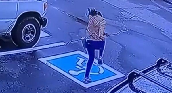 VIDEO Reactia HALUCINANTA a unei tinere care a primit jobul de VIS. S-a asigurat ca nu e filmata, dar s-a inselat
