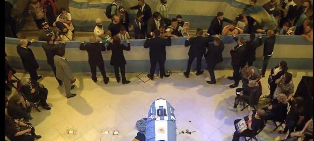 Socant! Un angajat de la pompe funebre si-a facut selfie cu Maradona in sicriu! Scandal MONSTRU in Argentina