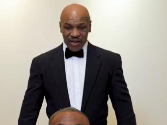 Mike Tyson l-a muscat de ureche pe Roy Jones chiar inaintea partidei! :) Ultima aroganta a boxerului inaintea marii lupte