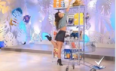 VIDEO Vrei sa fii SEXY la cumparaturi? Cum trebuie sa umble o femeie printre rafturi. Ghid practic