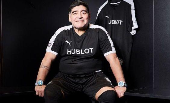 Nu mai e niciun mister. De ce purta Maradona DOUA CEASURI, unul la fiecare mana. Nu ti-ai fi imaginat asta!