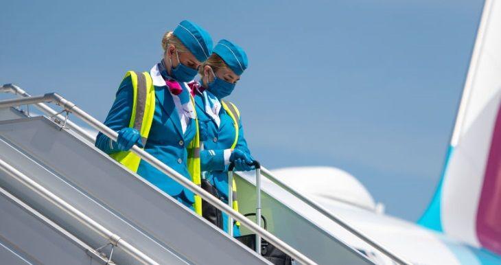 Situatie incredibila la o companie aeriana! O stewardesa s-a oferit sa intretina relatii intime cu pasagerii