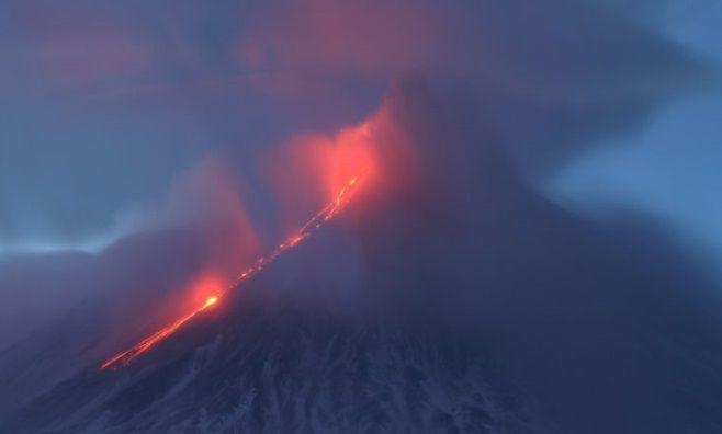 VIDEO Impresionant! Eruptia unui vulcan a fost urmata de o alta MINUNE a naturii. Nimic nu poate fi mai frumos