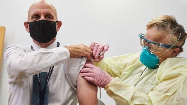 Cosmarul Covid-19 nu se mai termina! Britanicii au inceput primii vaccinarea, dar sunt coplesiti de costurile uriase
