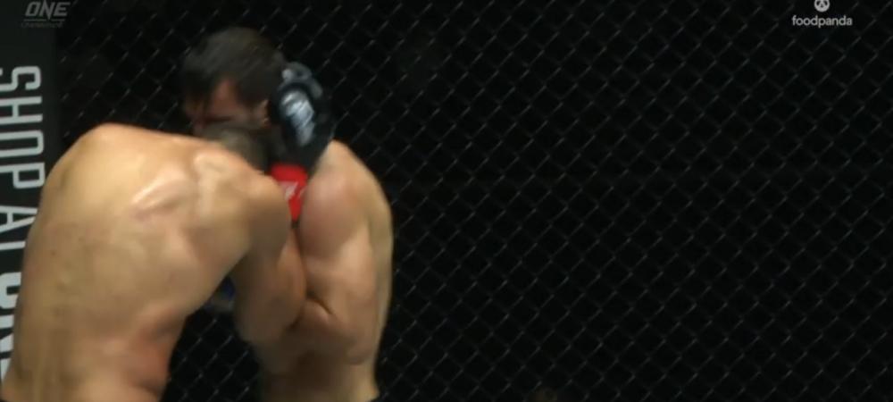 VIDEO    Atentie, imagini socante! Andrei Stoica, lovit cu CAPUL IN FIGURA, apoi luat la pumni in timpul meciului de titlu mondial! Ce s-a intamplat